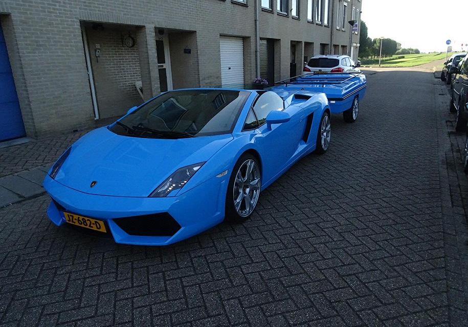 «Когнитивный диссонанс»: в Нидерландах замечен Lamborghini с прицепом 1