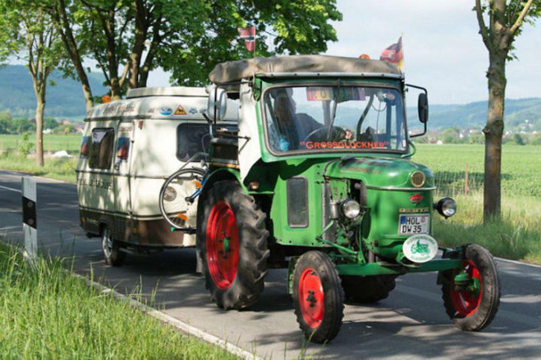 81-летний немец месяц путешествовал на тракторе 1
