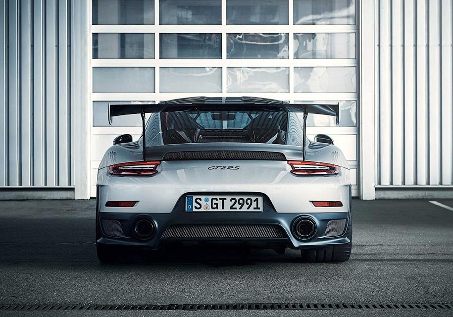 Представлен самый мощный в истории Porsche 911 2