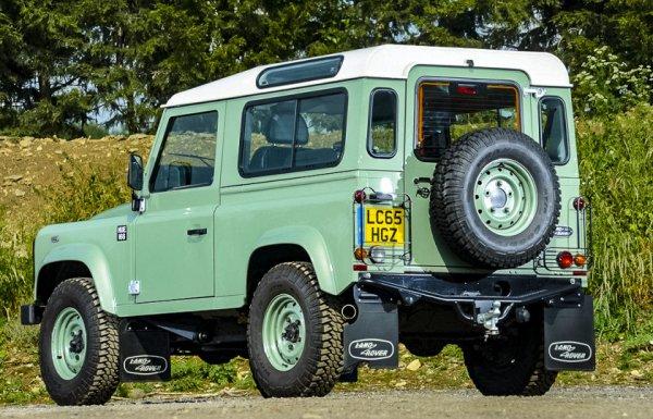 На аукцион выставили Land Rover «мистера Бина» 1