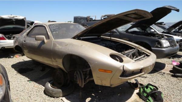 На свалке нашли уникальный Porsche 928 1