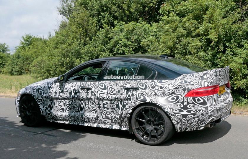 Jaguar вывел на трек прототип супер-седана 1