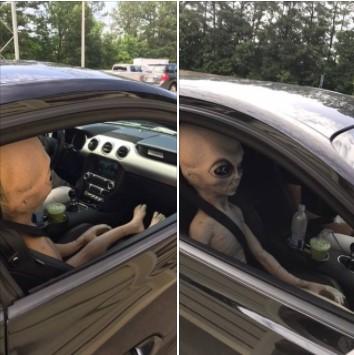 Американец перевозил в машине инопланетянина 1