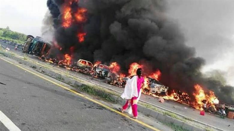 Перевернувшийся бензовоз унес жизни 150 человек 2