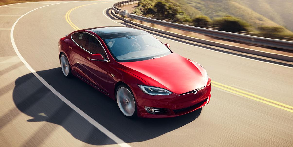 Tesla Model S проехала без подзарядки 900 километров 1