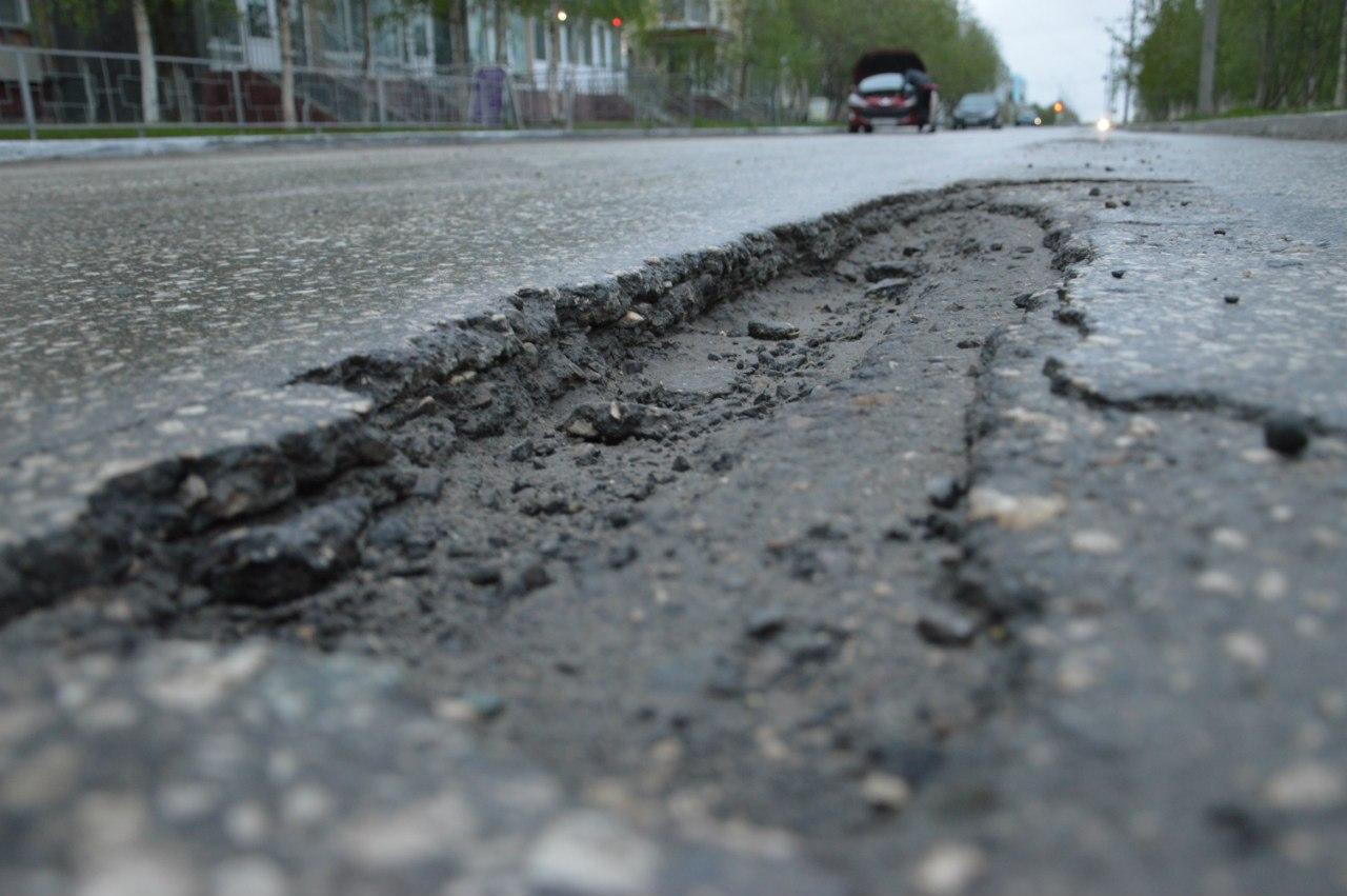 Водитель разбитой в яме машины ищет владельца дороги 1