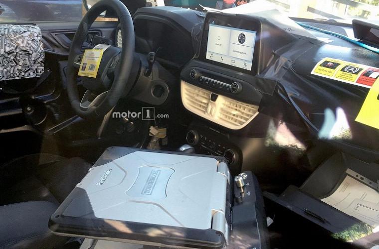 Шпионы изучили салон Ford Focus нового поколения 2