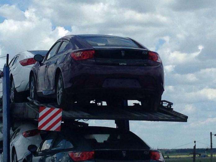В Украине засекли автовоз с шестью суперкарами 1