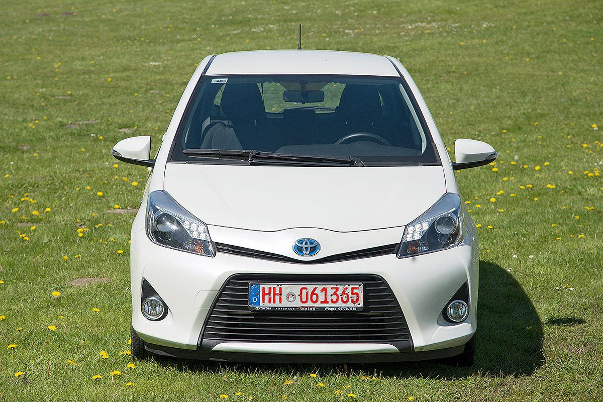 «Стильный, безопасный, но не практичный»: тест-драйв  Toyota Yaris Hybrid 4