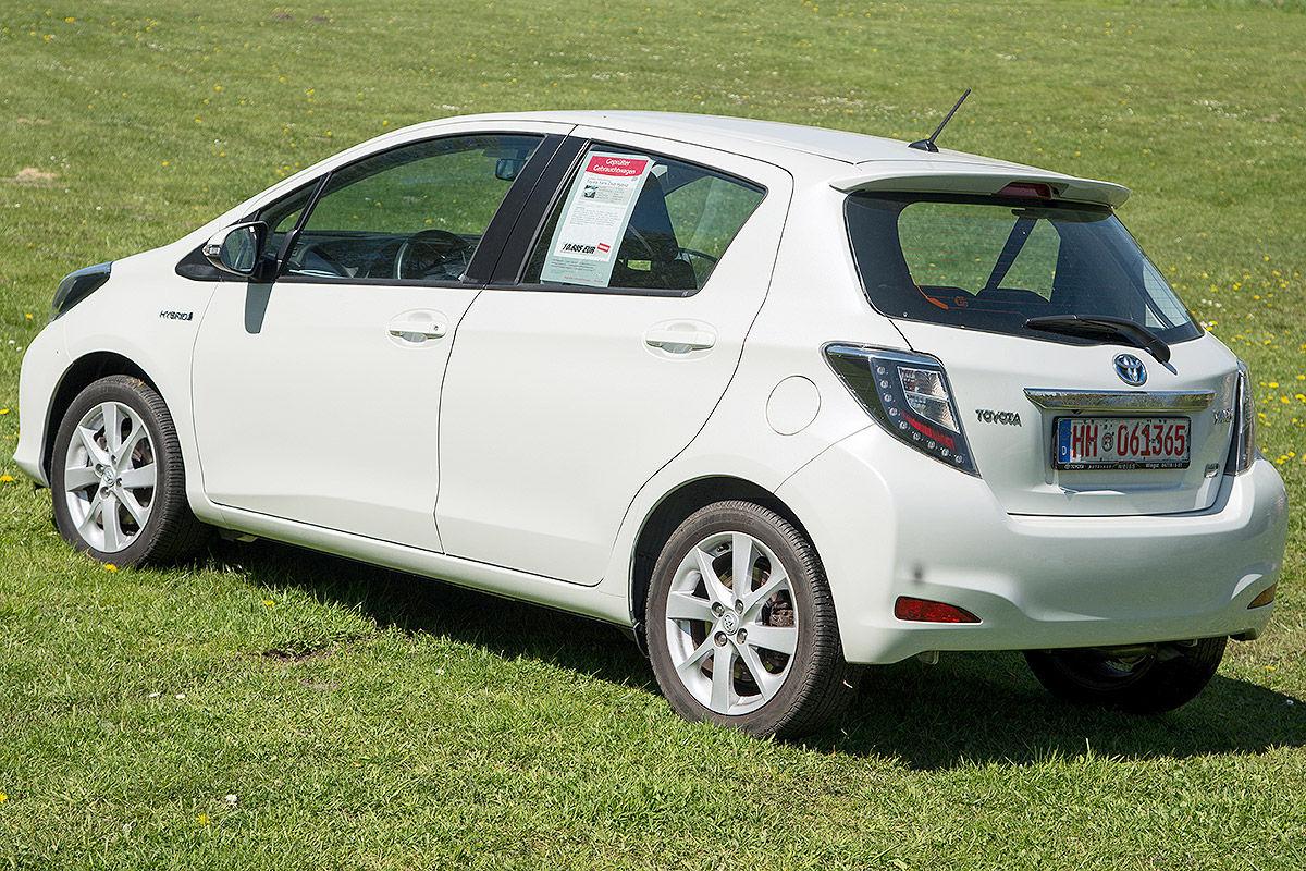 «Стильный, безопасный, но не практичный»: тест-драйв  Toyota Yaris Hybrid 1