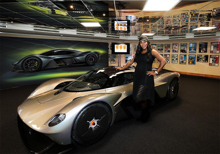 У гиперкара Aston Martin Valkyrie теперь есть фары и интерьер 1