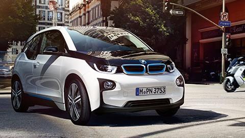 BMW впечатляет рекордными продажами электрокаров 1