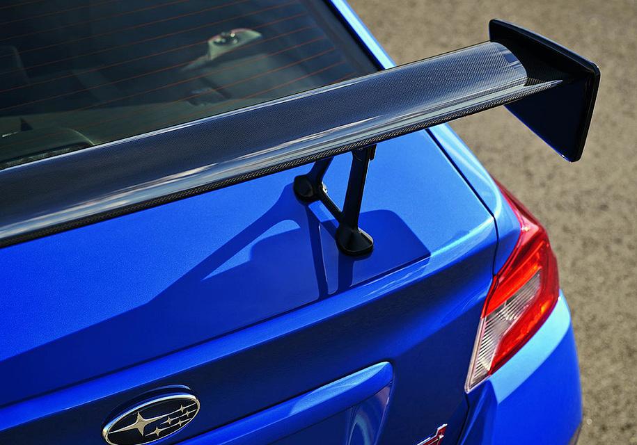 Subaru «зарядила» седан WRX STI и сделала легче 1