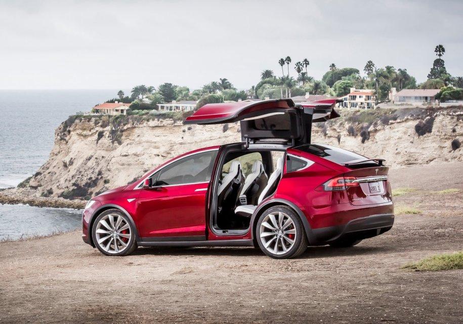 Автомобили Tesla «научились» развлекать пассажиров комедийными скетчами 1