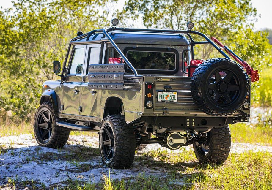 Американцы построили эксклюзивный Land Rover Defender с V8 2
