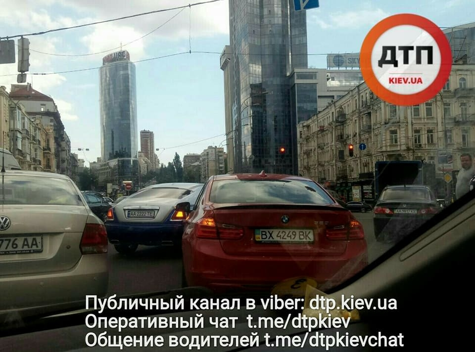 В Киеве Rolls-Royce стоимостью 11 миллионов угодил в ДТП 1