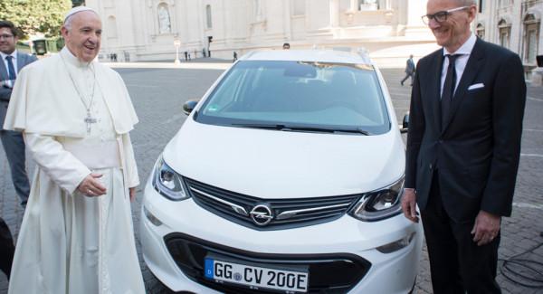 Папа Римский пересядет на «экологичный» Opel 1