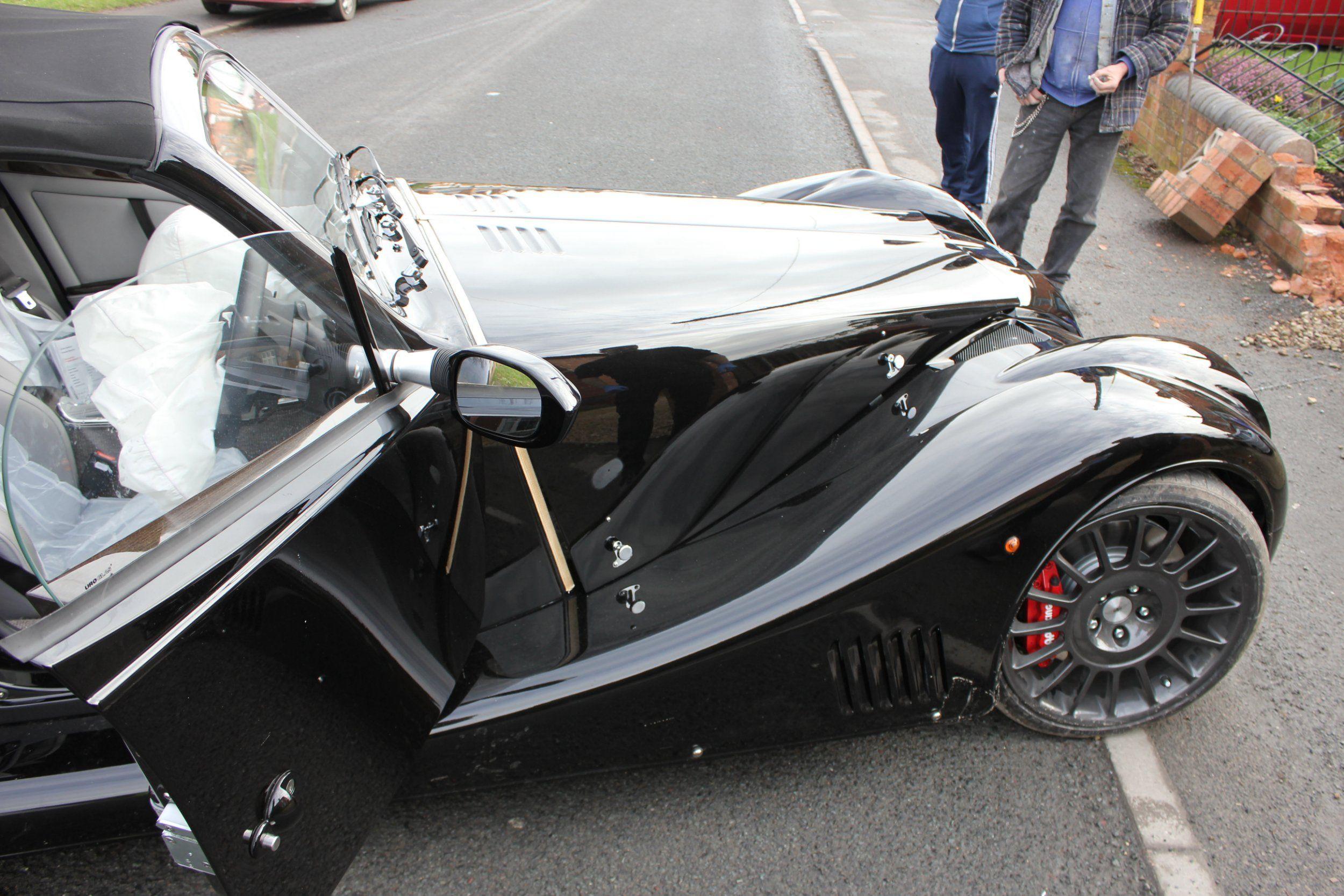 Инженеры завода разбили редкое авто за 100 000 долларов 2