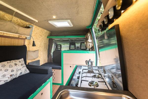 Как старый фургон «превратился в уютный дом на колесах» 1