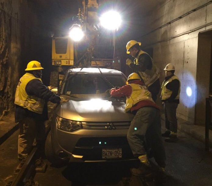 Навигатор «завел» автомобилиста в железнодорожный тоннель 1