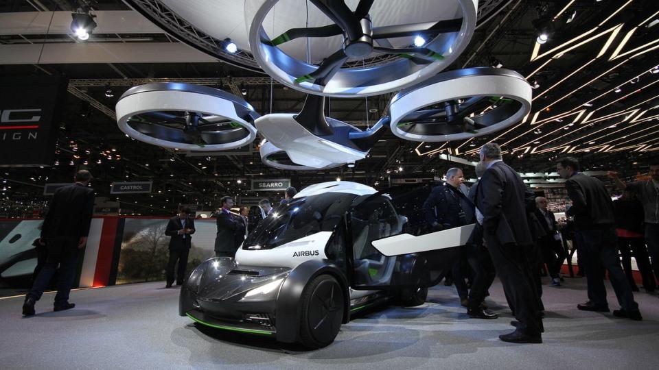 В Женеве представили летающее авто 3