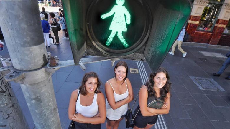«Особые» светофоры для девушек-пешеходов 1