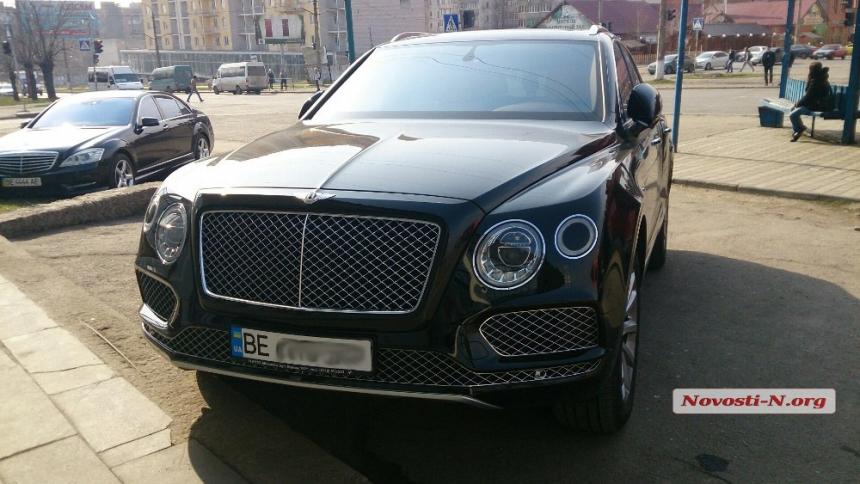 На дорогах Украины появился «самый дорогой» кроссовер в мире 1