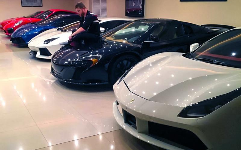 «Ошеломляющая» коллекция суперкаров «бриллиантового» боксера 1