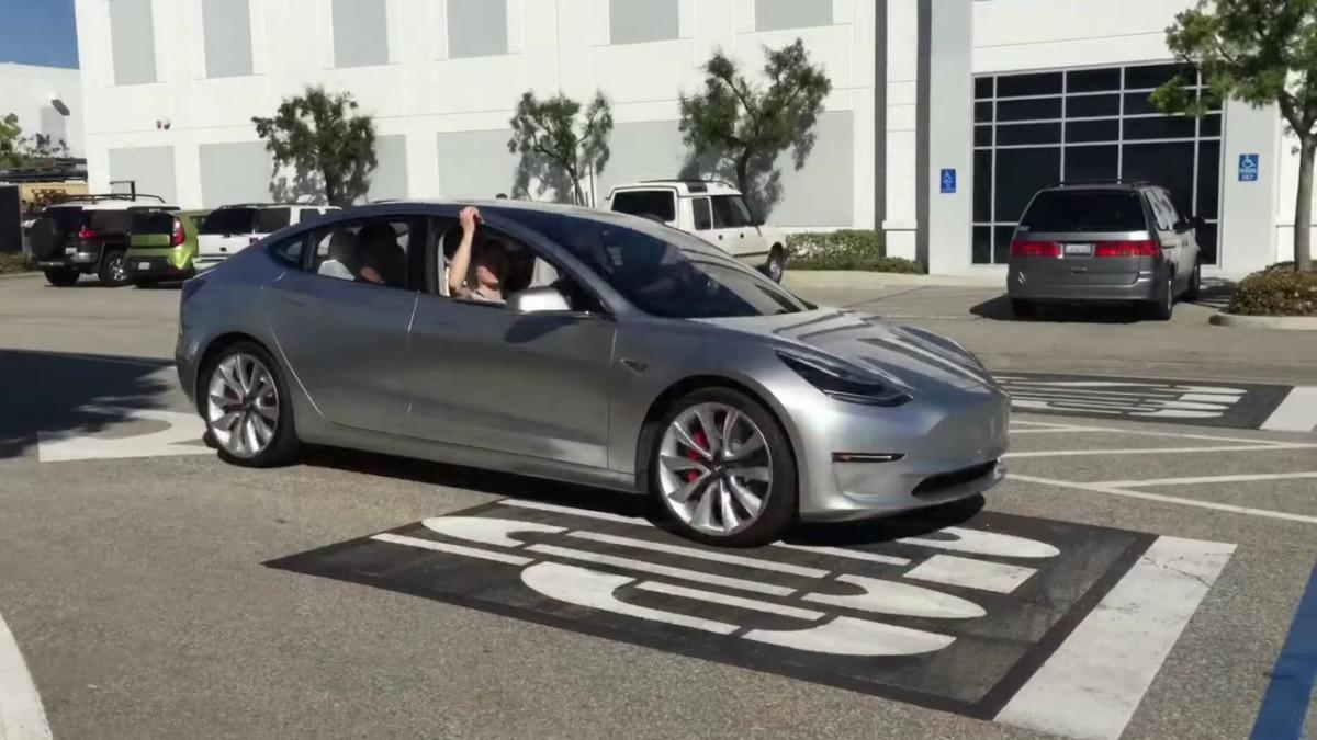 «Испытания дорогой»: тест-драйв Tesla Model 3 1