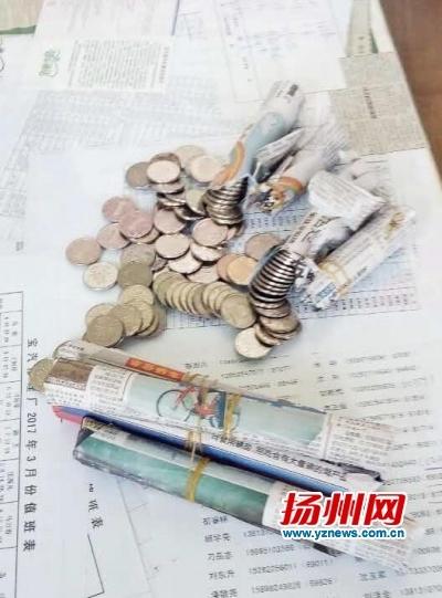 В Китае водителям выдали зарплату мешками мелочи 1