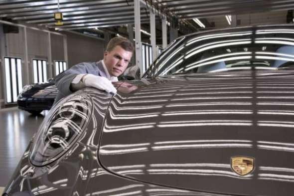 За что руководство Porsche подарило рабочим по 9000 евро 1