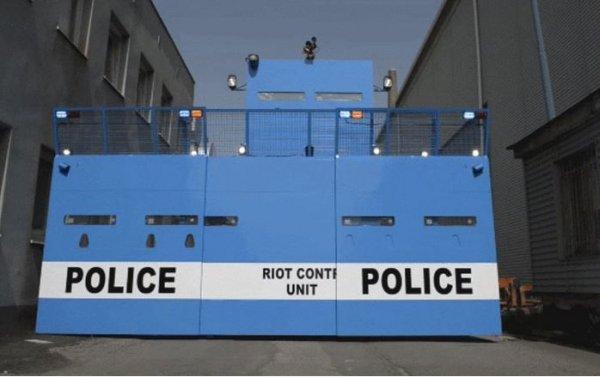 Полицейский автопарк пополнился «машиной для подавления протестов» 1