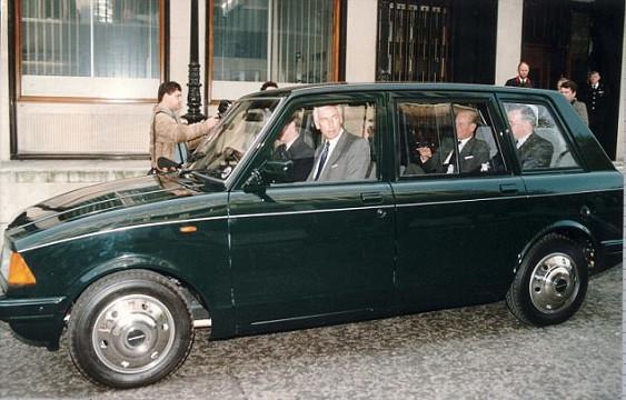 Автомобиль на котором 20 лет тайно перевозили принца 2