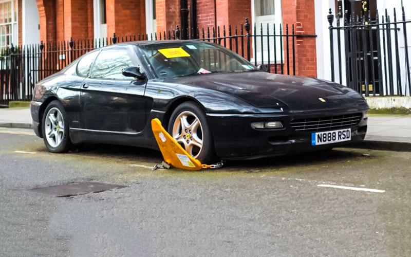 В Лондоне замечен «бесхозный» Ferrari 456 3
