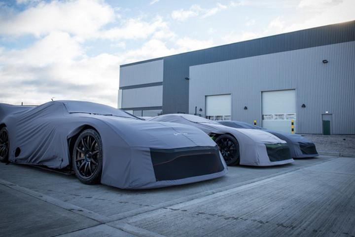 24 новеньких Aston Martin «поймали» перед отправкой клиентам 1