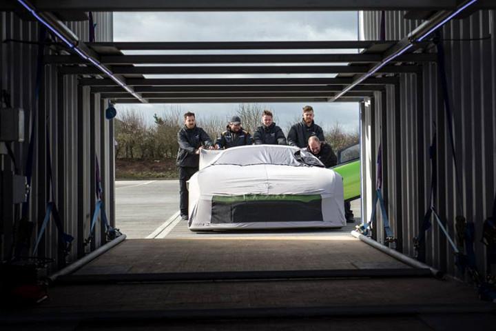 24 новеньких Aston Martin «поймали» перед отправкой клиентам 2