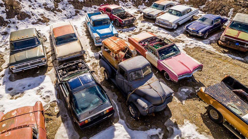 На продажу выставили «кладбище» раритетных автомобилей 1