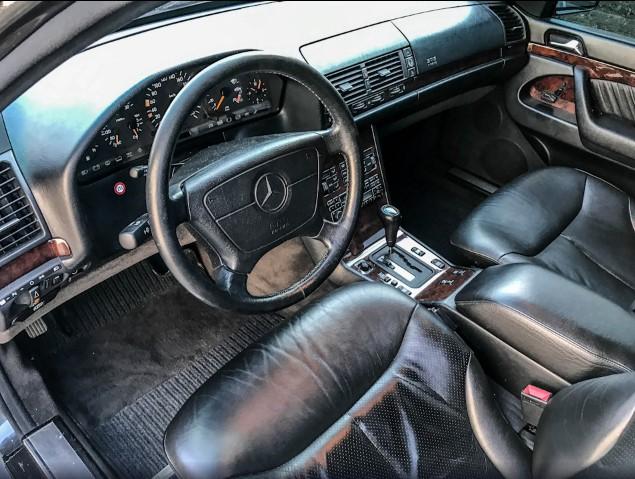 В Украине обнаружен Mercedes «из лихих девяностых», сохранившийся как новый 2