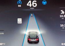 «Автопилот» Tesla «научили приезжать к владельцу по вызову» 1