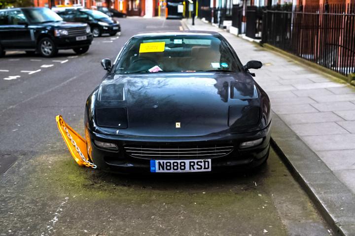 В Лондоне замечен «бесхозный» Ferrari 456 1