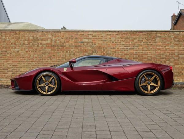 На аукцион выставили Ferrari «с золотыми дисками» 1