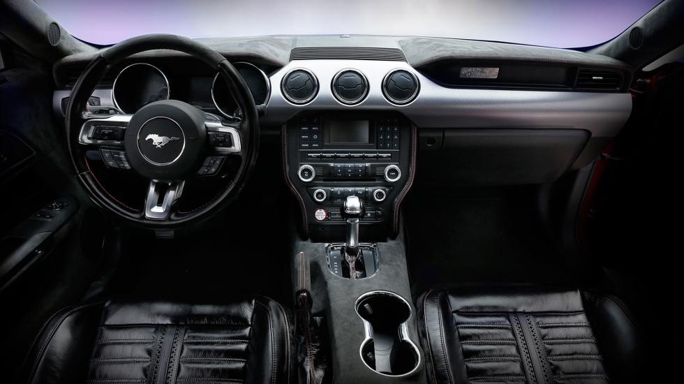 Салон Ford Mustang обшивают кожей вымирающих мустангов 1