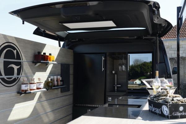 Peugeot построила мобильный устричный бар 4