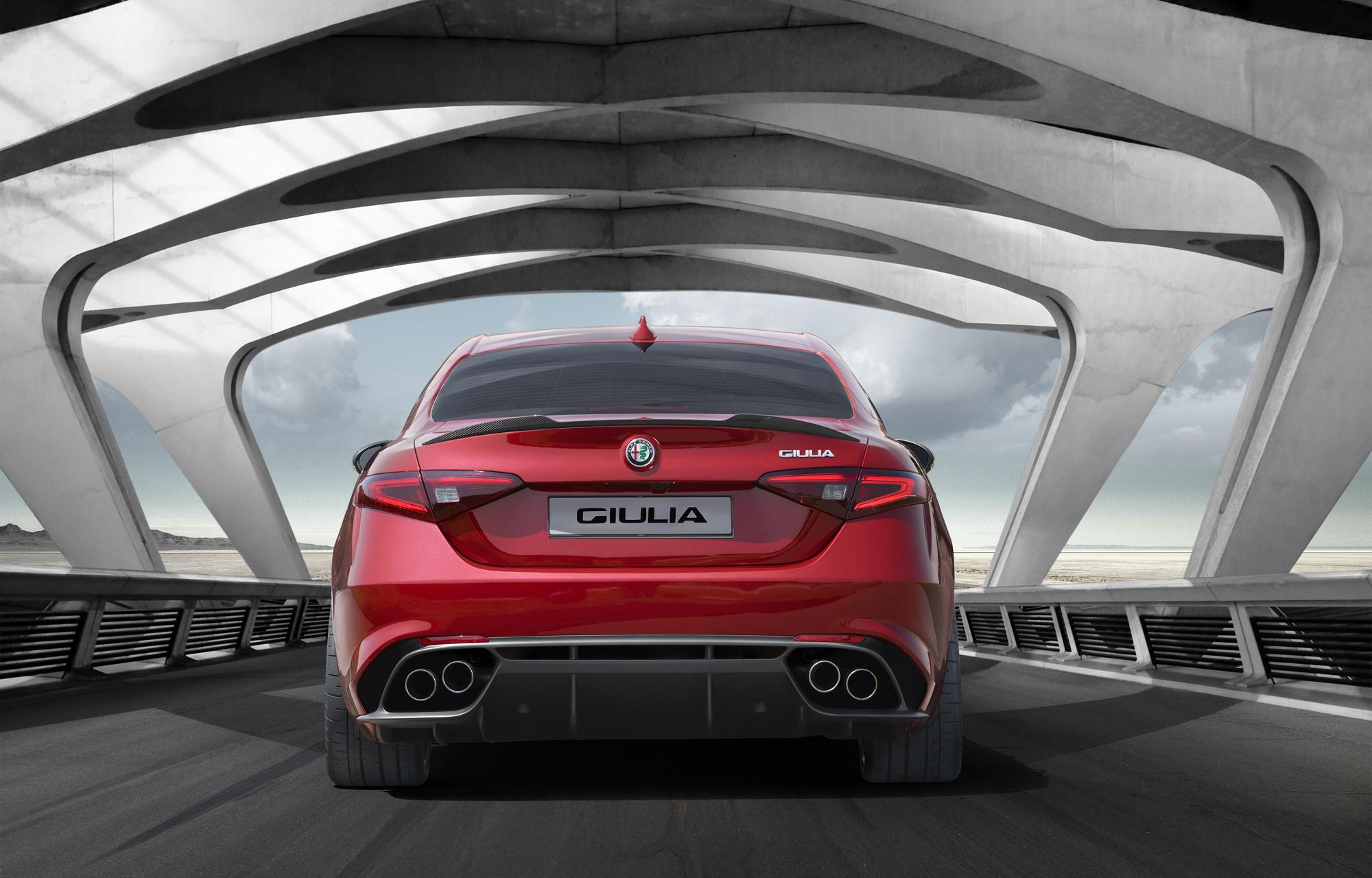 Китайцы купили три с половиной сотни седанов Alfa Romeo Giulia за полминуты 1