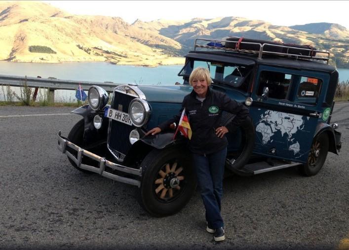 79-летняя автоледи совершила «кругосветку» на 87-летнем автомобиле 1