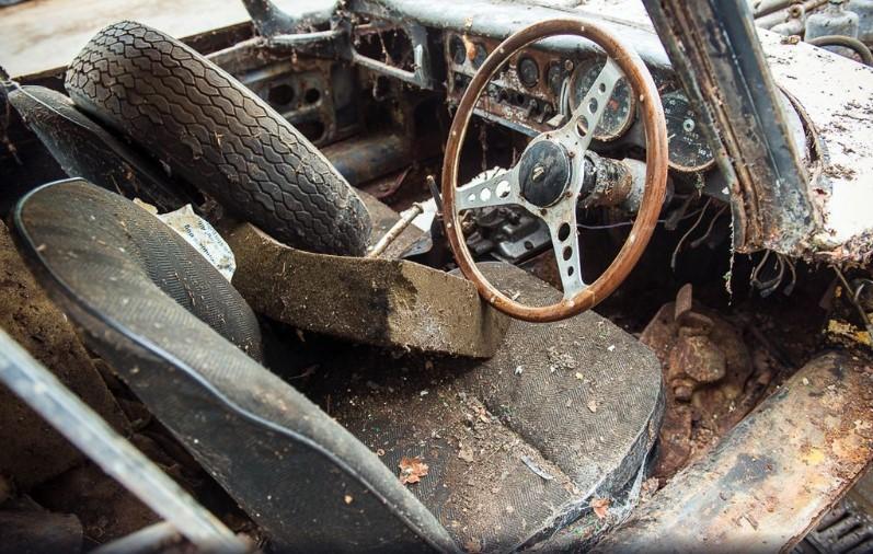 Разбитый Jaguar продадут дороже нового 2