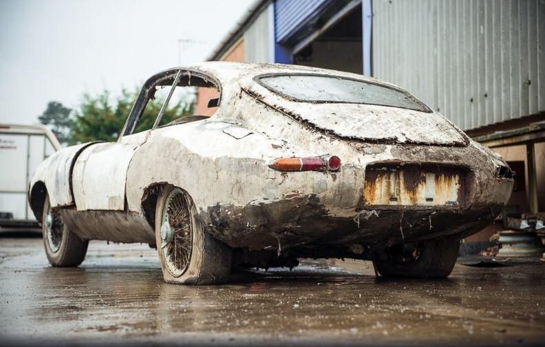 Разбитый Jaguar продадут дороже нового 1