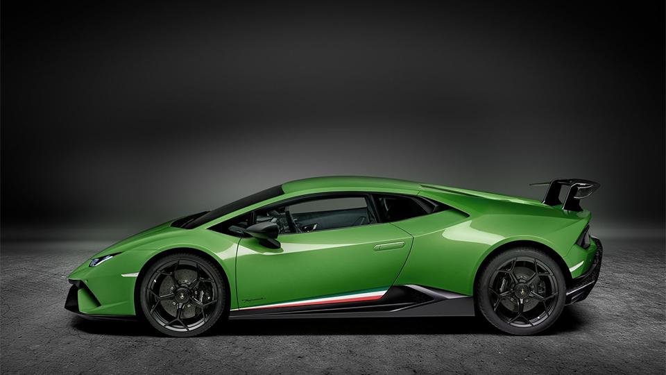 В Женеве представлен самый быстрый Lamborghini 2