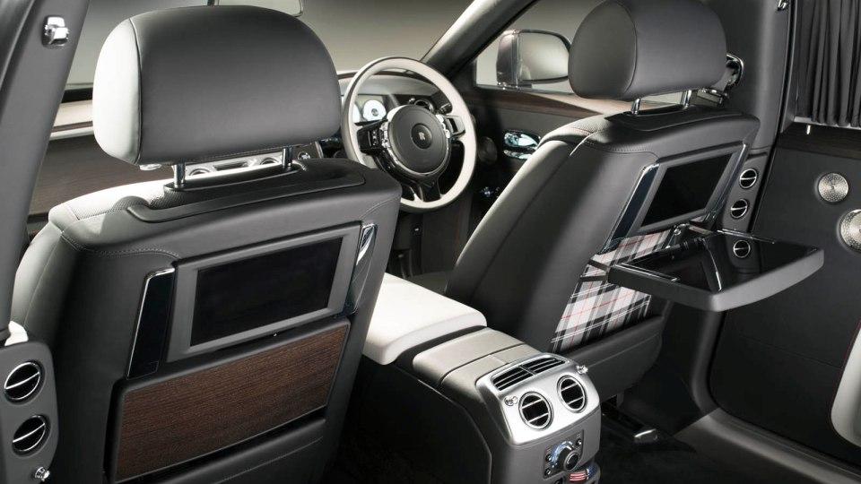 В Rolls-Royce покрыли Ghost алмазами 3