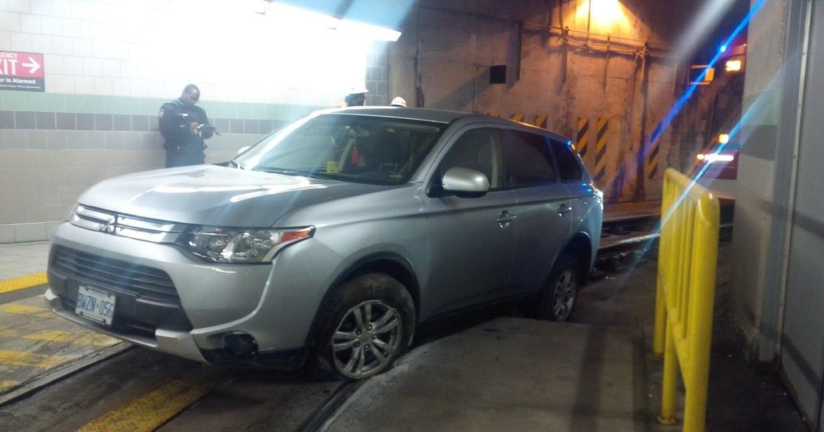 Навигатор «завел» автомобилиста в железнодорожный тоннель 2